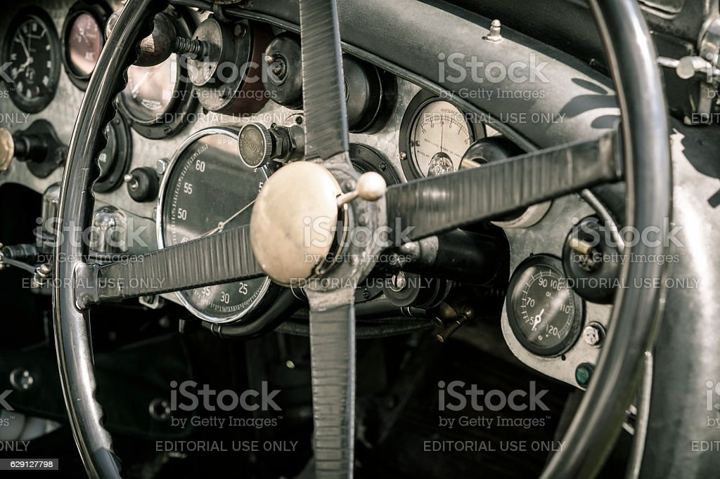 Vintage Bentley classic car dashboard - Photo
