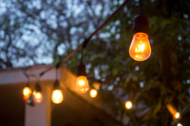 vintage lampe lichterkette. - spielplatz design stock-fotos und bilder