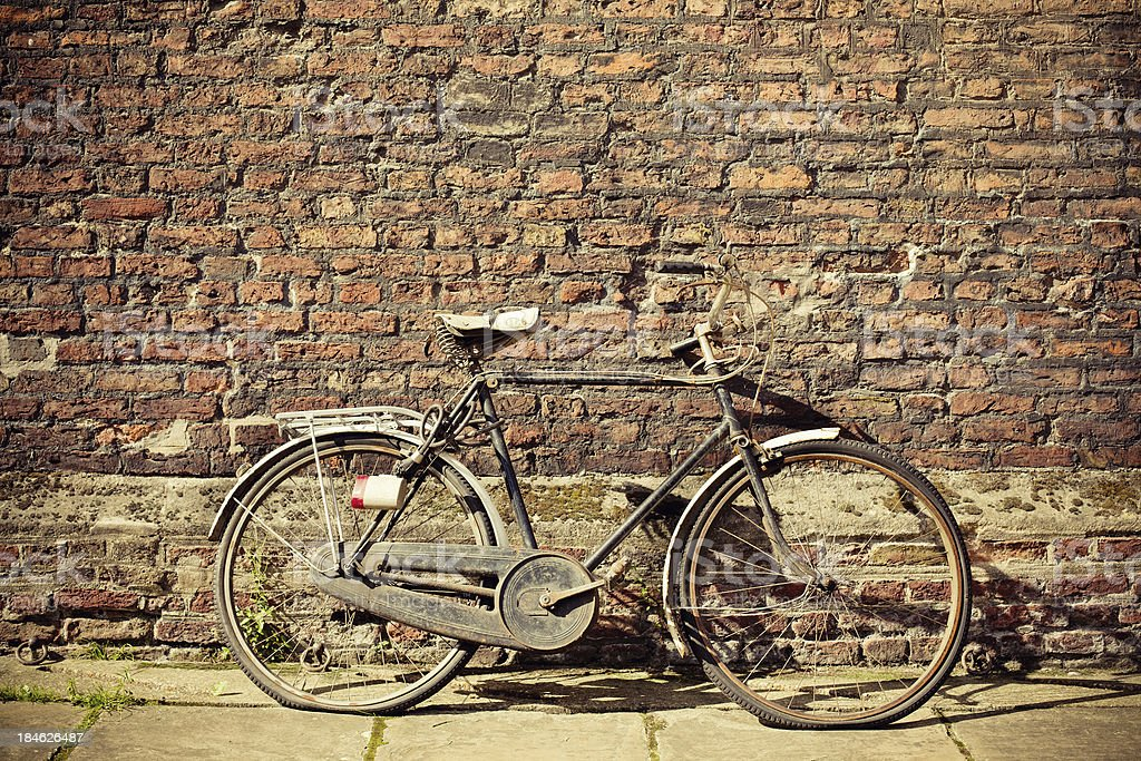 Vintage Bycicle leaning on the Wall in Cambridge, UK royalty-free stock photo