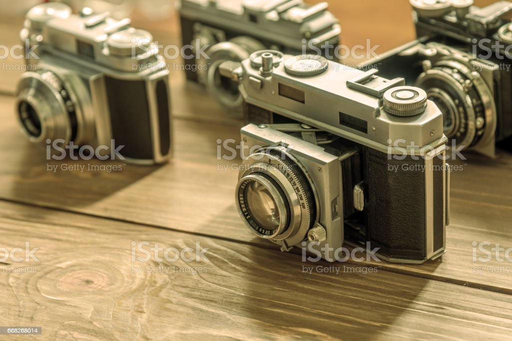 Vintage cameras and lenses on wooden background foto stock royalty-free