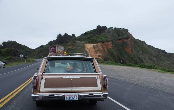 oldtimer in kalifornien - chevy van stock-fotos und bilder