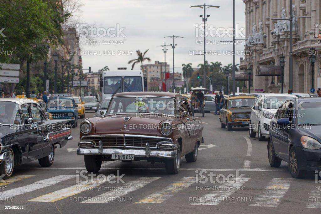 Eski model araba taksi sokakta, Havana, Küba royalty-free stock photo