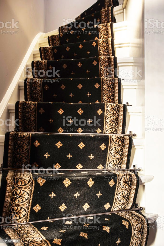 tapis vintage avec escalier moderne blanc photos et plus d 39 images de a la mode istock. Black Bedroom Furniture Sets. Home Design Ideas