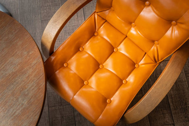 Vintage Stuhl und Tisch in der Cafeteria – Foto