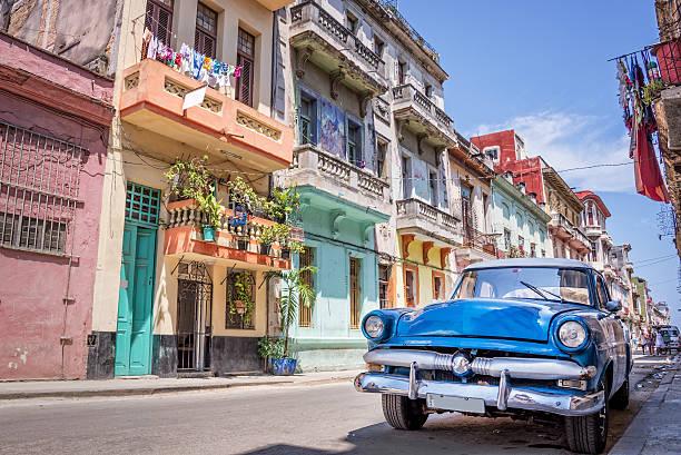 jahrgang klassische amerikanische auto in havanna, kuba - urlaub in kuba stock-fotos und bilder
