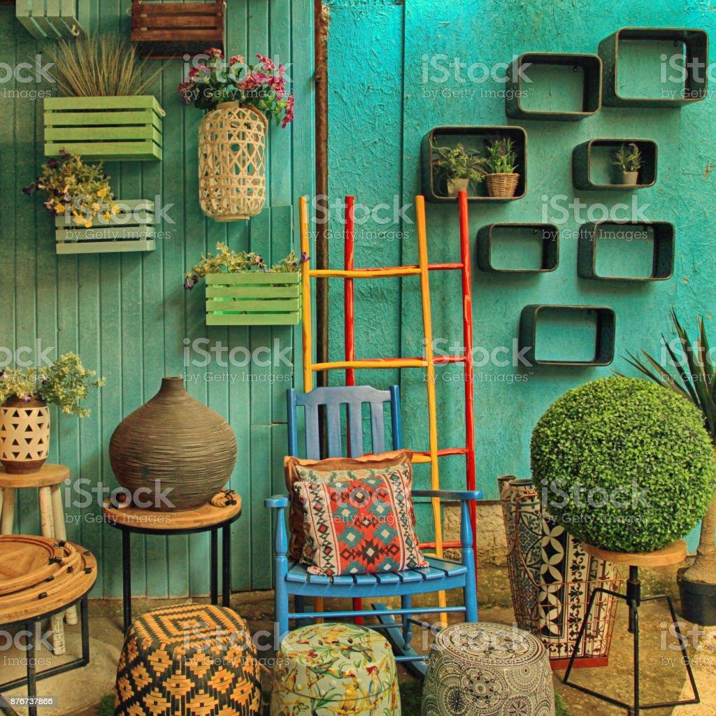 Vintage Bunte Möbel Und Andere Mitarbeiter Im Shop Auf Flohmarkt