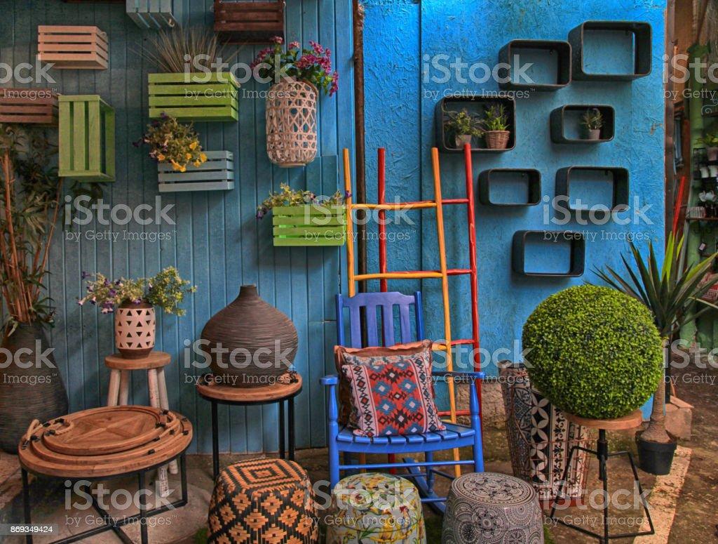 Vintage Bunte Möbel Und Andere Mitarbeiter Im Shop Auf Flohmarkt Von