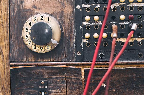 vintage kommunikation gerät - nostalgie telefon stock-fotos und bilder