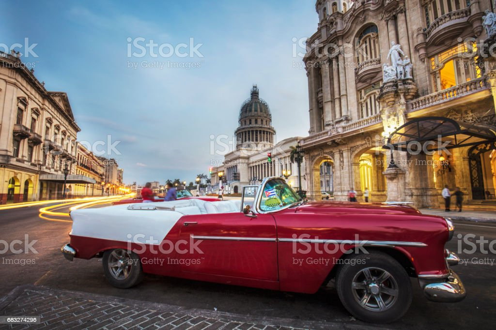 Vintage convertible taxi on street during sunset foto de stock royalty-free