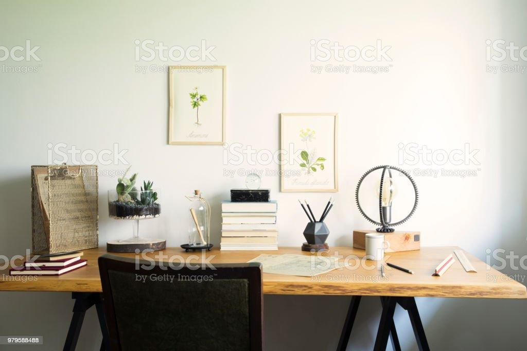 Vintage Kreative Heimbüro Interieur Mit Hölzernen Schreibtisch ...
