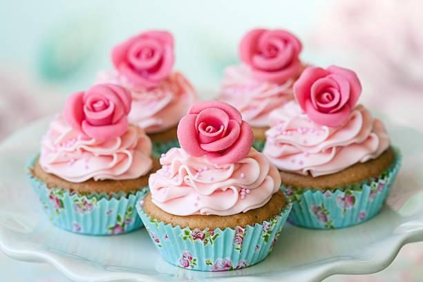 vintage-cupcakes - rosentorte stock-fotos und bilder