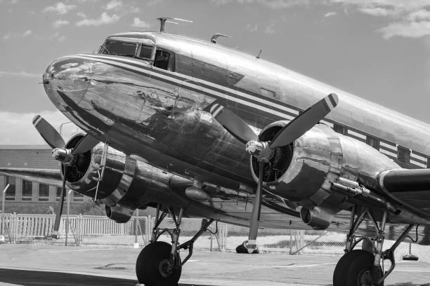 vintage dc-3 airplane - 1940s style stock pictures, royalty-free photos & images