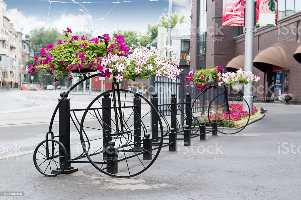 Vintage decorative bicycle with flowers стоковое фото