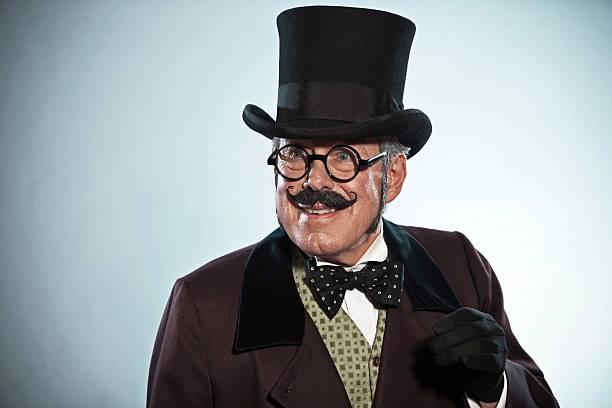 vintage dickens stil mann mit schnurrbart und mütze.  trägt brille. - charles dickens weihnachtsgeschichte stock-fotos und bilder