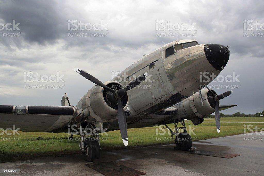 Vintage Douglas DC3 on the ground 01 royalty-free stock photo