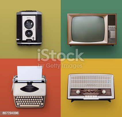 istock Vintage electronics 857294096