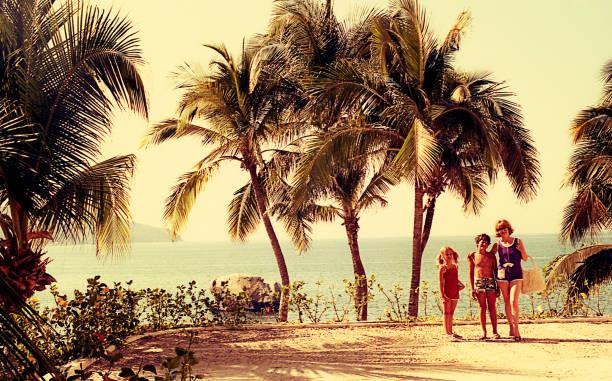 vintage rodzina na letnie wakacje. - archiwalny zdjęcia i obrazy z banku zdjęć