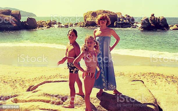 Vintage family vacations in acapulco picture id690926406?b=1&k=6&m=690926406&s=612x612&h=9wn5vctk s d xr8tewn ncj1ztb mblwdgoly6w77i=