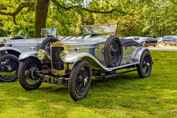 vintage frazer-nash cabrio-sportwagen - auto trennwand stock-fotos und bilder
