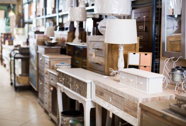 vintage-möbel und wohndesign objekte im shop - kücheneinrichtung nostalgisch stock-fotos und bilder