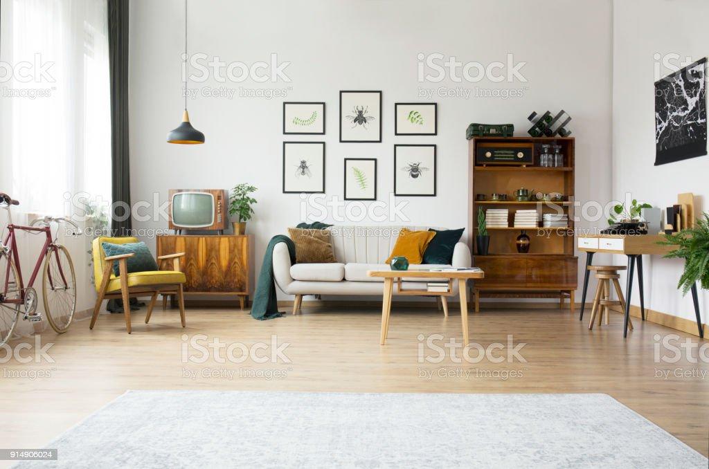 Vintagemöbel Im Wohnzimmer Stockfoto und mehr Bilder von ...