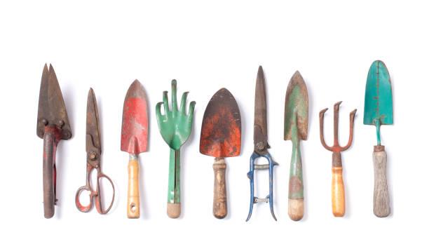 vintage garden tools collection isolated on white - sprzęt ogrodniczy zdjęcia i obrazy z banku zdjęć