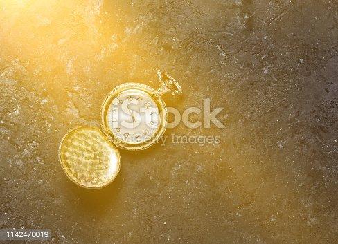 671883446 istock photo vintage golden pocket watch 1142470019