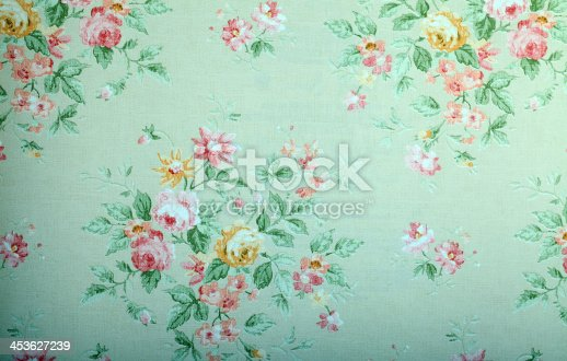 istock Vintage green wallpaper with floral pattern 453627239