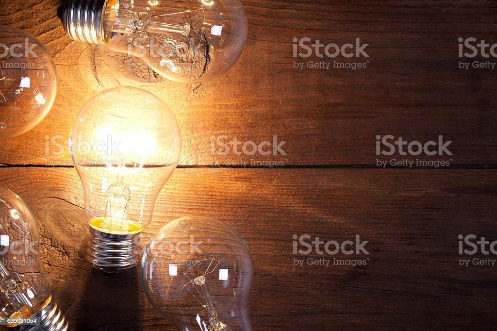 Vintage incandescent bulbs on old wooden table – Foto
