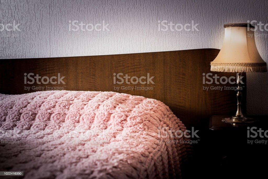 Vintage Innenausstattung Mit Antiken Nachtlicht Bett Holz ...
