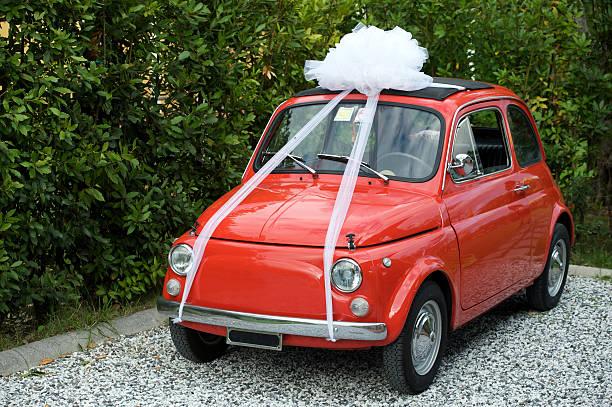 vintage italienisches auto - autoschleifen stock-fotos und bilder