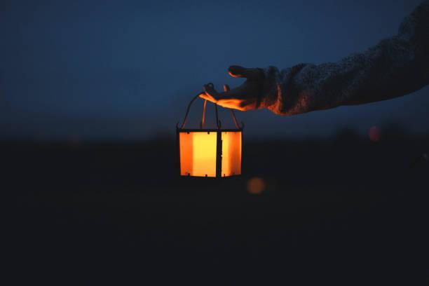 Linterna Vintage por la noche - foto de stock