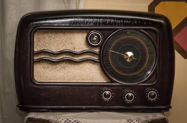 vintage langwelle und kurzwelle ausgestrahlt reciever - radio kultur stock-fotos und bilder