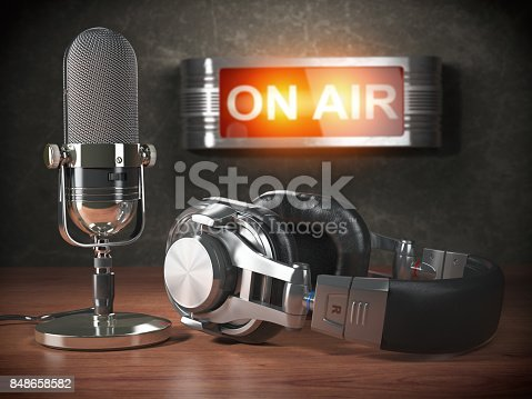 istock Vintage microphone  and headphones with signboard on air. Broadcasting radio station concept. 848658582