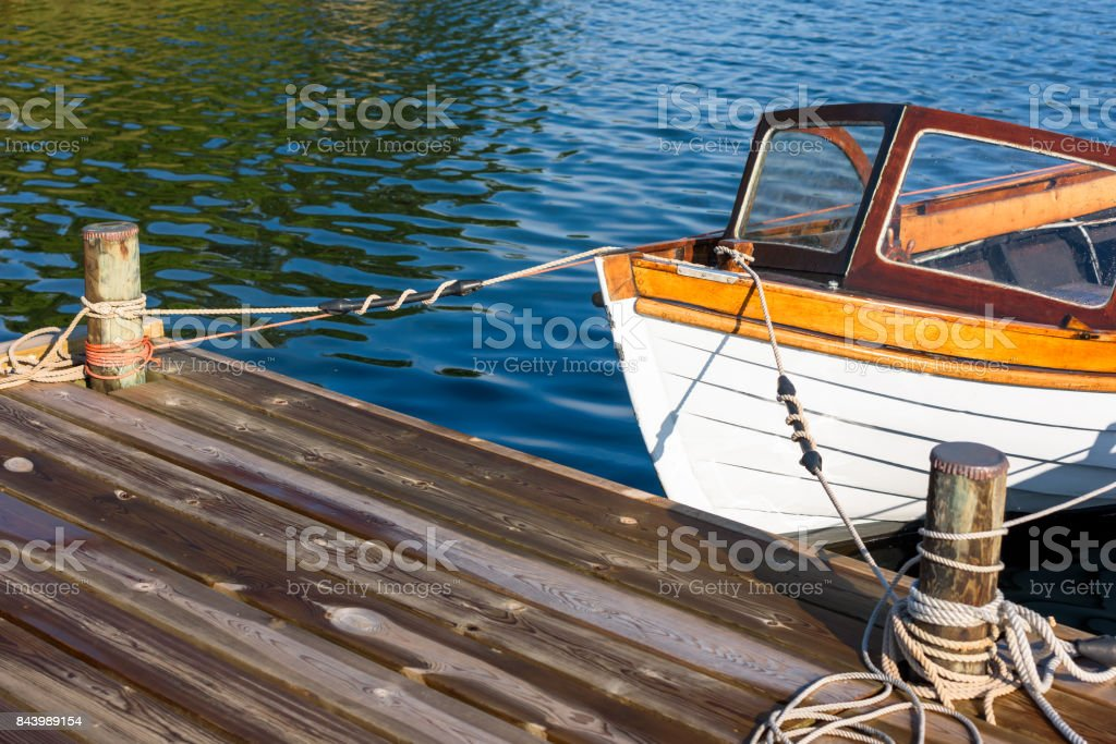 Vintage motorboat front tied to pier - foto stock