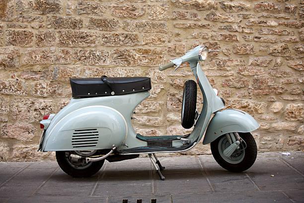 vintage moto - vintage vespa fotografías e imágenes de stock
