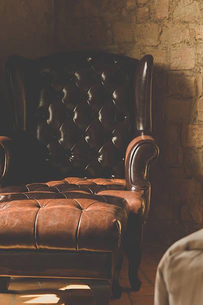 vintage leder-sessel - ledersessel braun stock-fotos und bilder