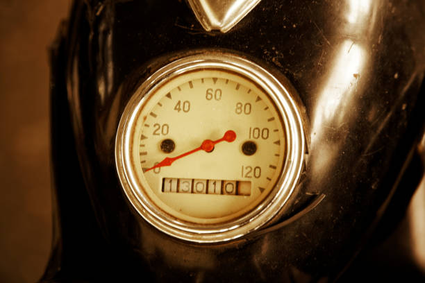 vintage old motorcycle speedometer with red arrow - cartello stradale italia km foto e immagini stock