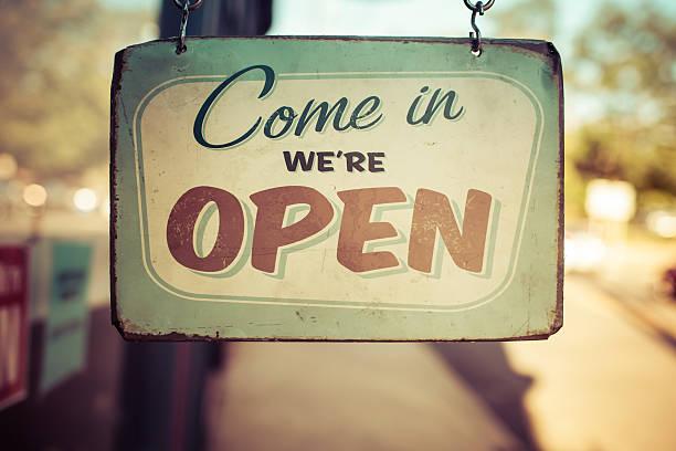 vintage open for business sign - símbolos de negocios fotografías e imágenes de stock