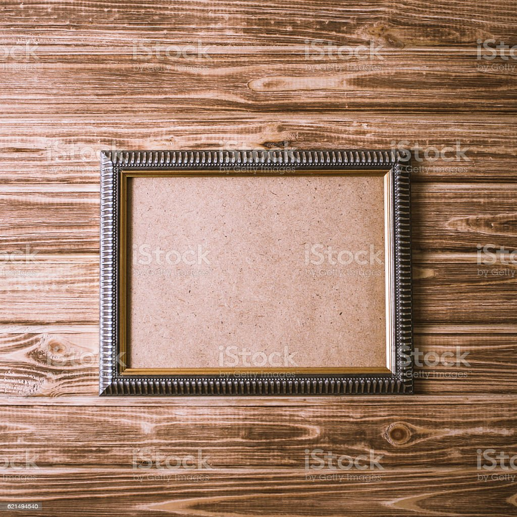 vintage photo frame on wooden board background texture photo libre de droits
