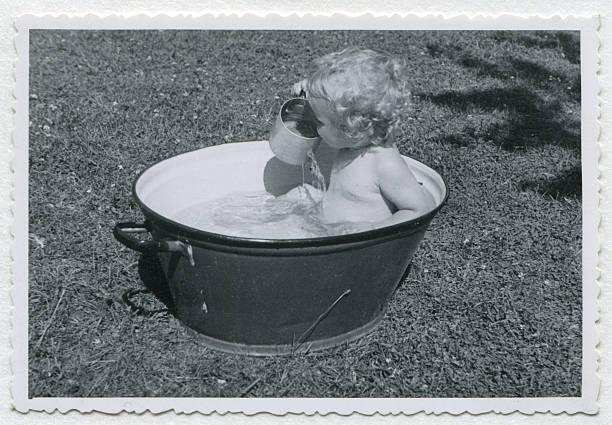 foto di bambino vintage - bacinella metallica foto e immagini stock