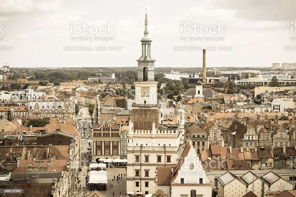Vintage photo, Town hall, old and modern buildings in Poznan foto royalty-free