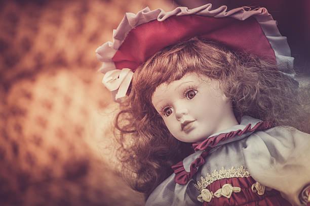 vintage marioneta de porcelana - muñeca bisque fotografías e imágenes de stock