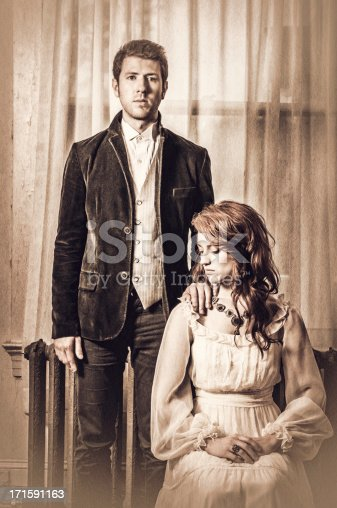 istock Vintage portrait of a young couple - IV 171591163
