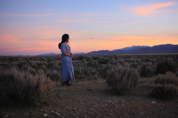 vintage prairie girl in nevada western american indian cowgirl sunset long hair - скромная одежда стоковые фото и изображения