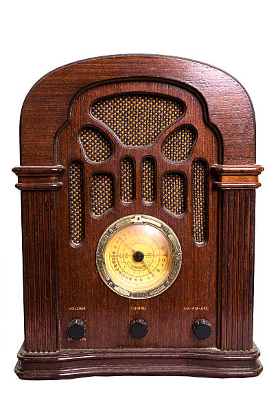 vintage radio from the 1930s isolated on white. - 收音機廣播 個照片及圖片檔