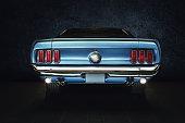 Oldtimer - Muscle Car US, blaues Auto mit Heckscheinwerfer - classic car