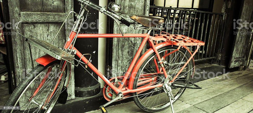 Bicicleta vintage rojo  - foto de stock
