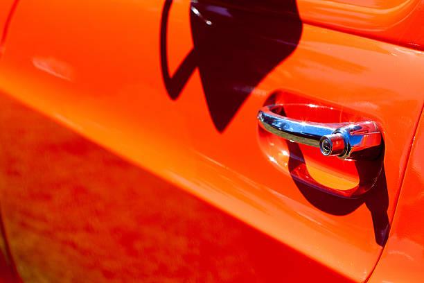 Vintage Red Caminhonete Chromed maçaneta de porta - foto de acervo