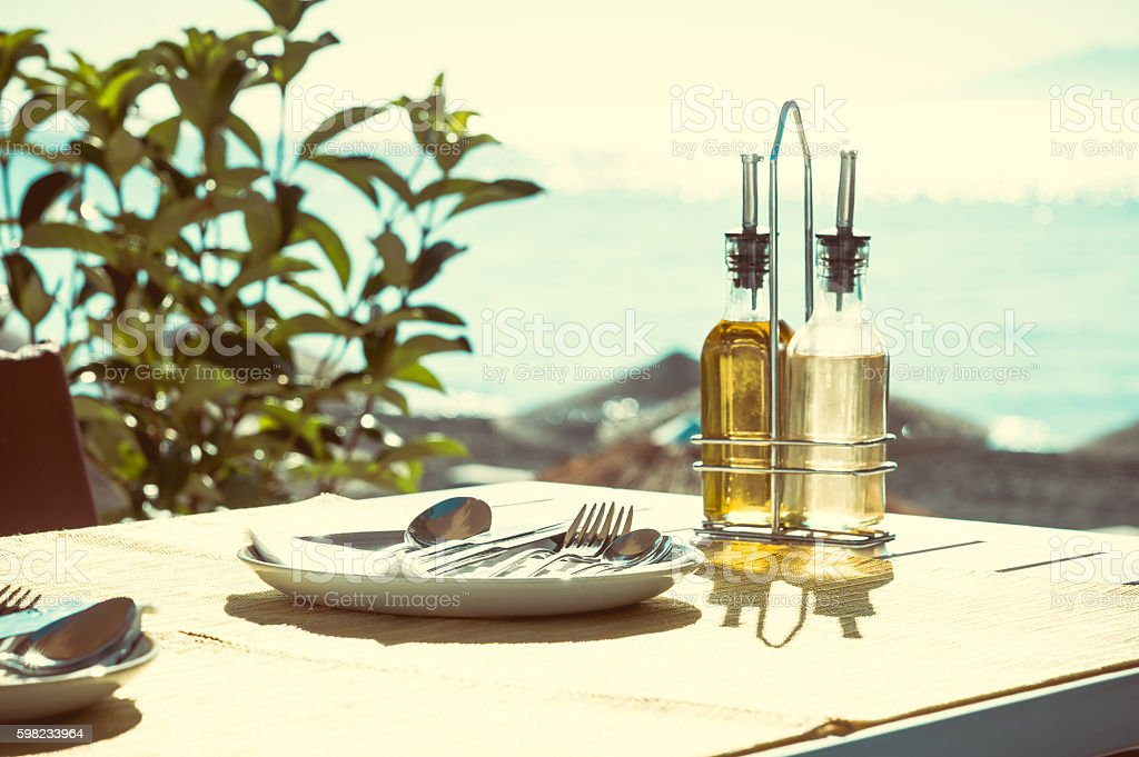 Vintage restaurant on the beach - Santorini foto royalty-free
